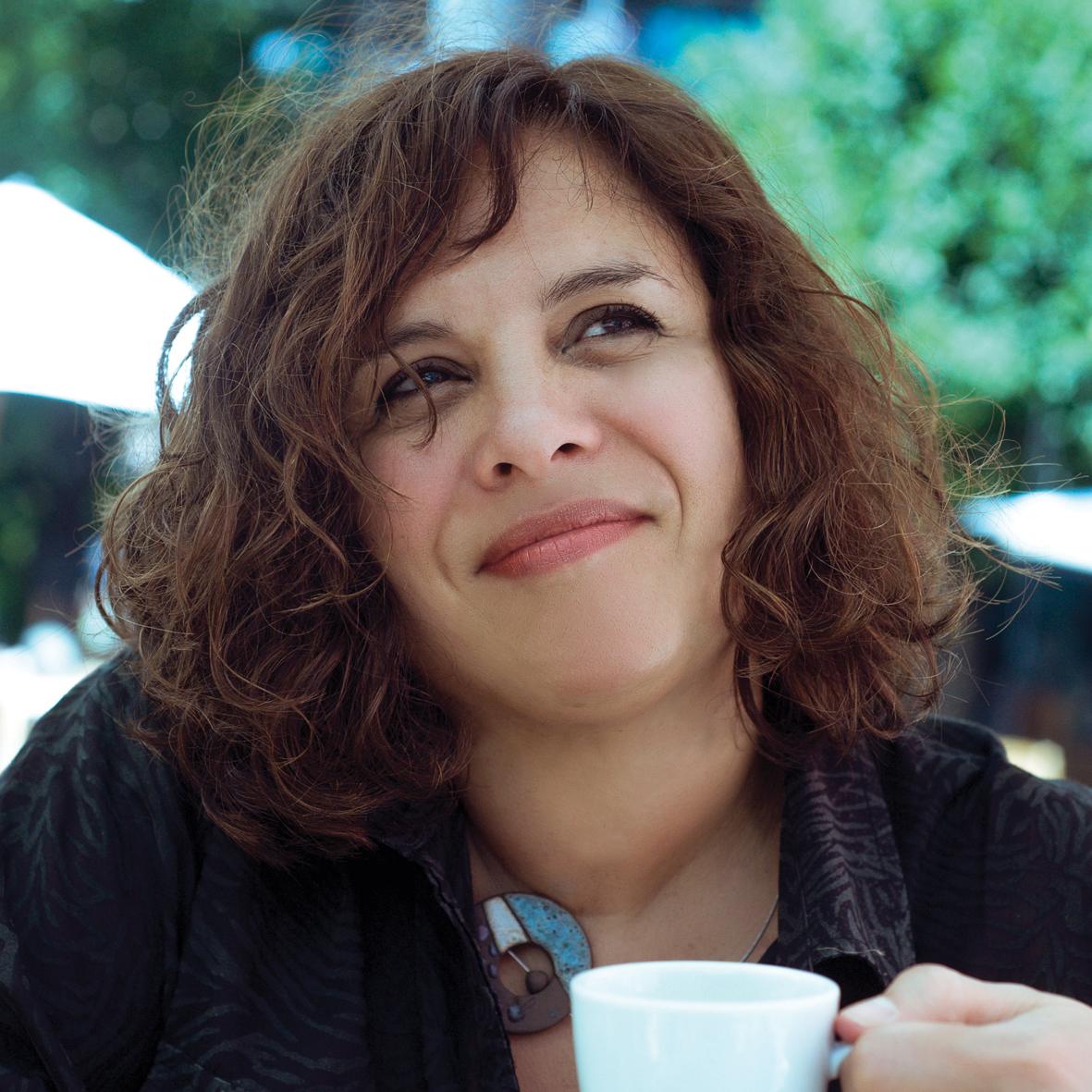 Estela Pérez Lugones (Escritora)